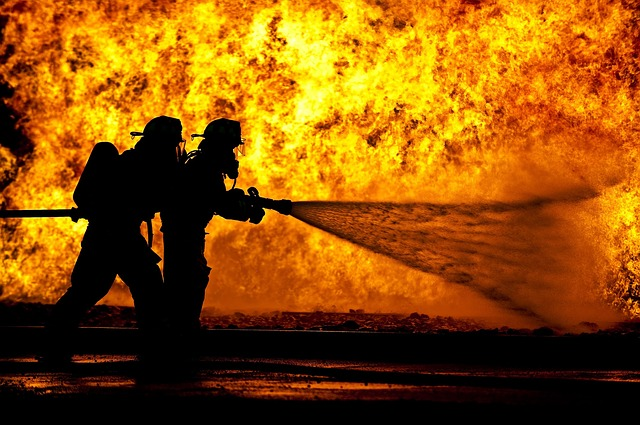 firefighters-870888_640